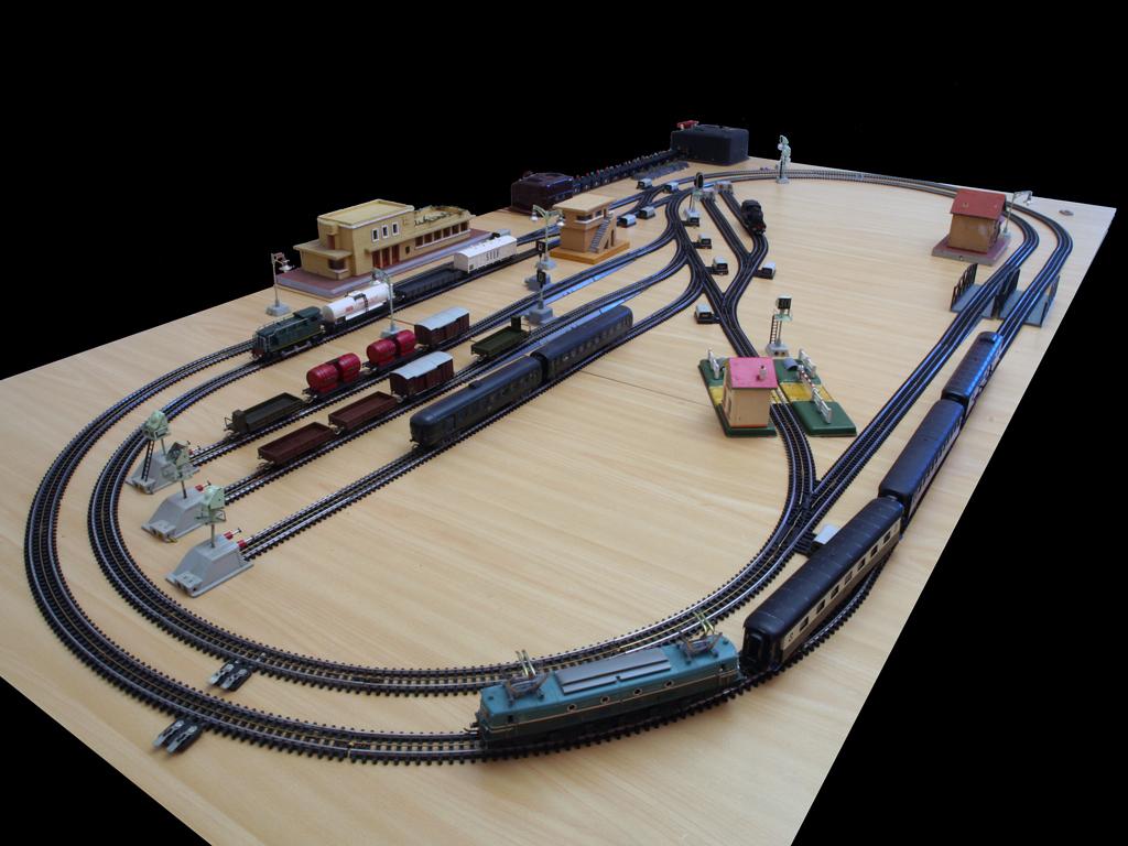 circuit train electrique occasion auto moto. Black Bedroom Furniture Sets. Home Design Ideas