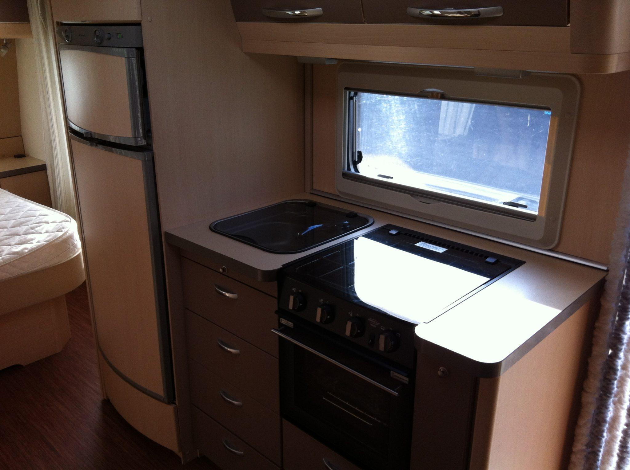 amenagement interieur camion auto moto. Black Bedroom Furniture Sets. Home Design Ideas